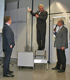Ernst Pfister performs the drop test under supervision from Dr. Jaschinski